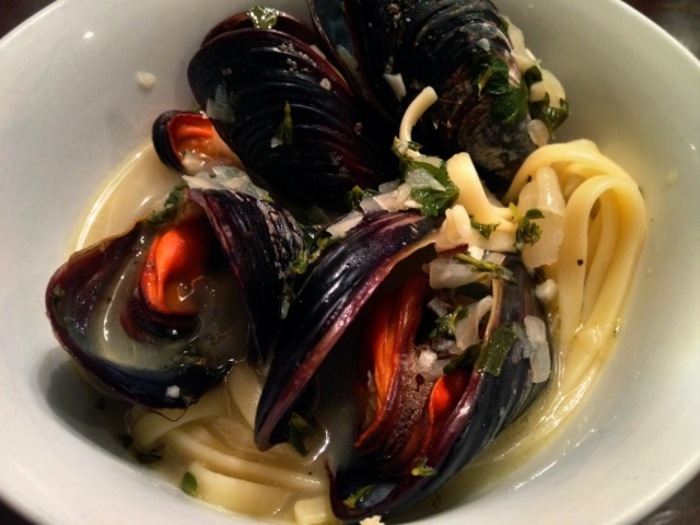 Pacific mussels white wine broth
